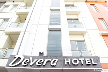 Devera Hotel Angeles Front of Property