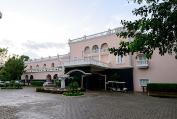 Hotel - Club Mahindra Emerald Palms, Goa