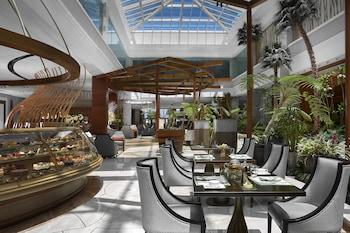 Solaire Hotel Manila Cafe