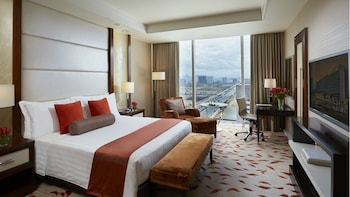 Solaire Hotel Manila Room