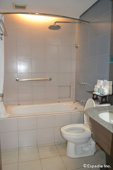 Microtel Gensan Bathroom