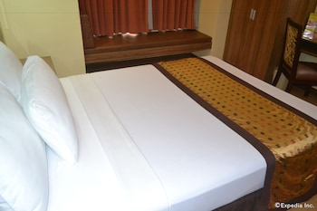 Microtel Gensan Guestroom