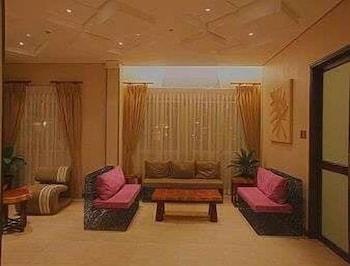 Microtel Gensan Lobby