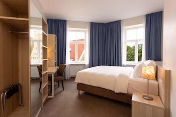 Superior Room, Corner