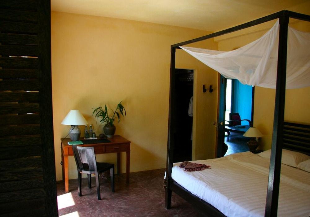 https://i.travelapi.com/hotels/6000000/5980000/5971200/5971123/57ef4f16_z.jpg