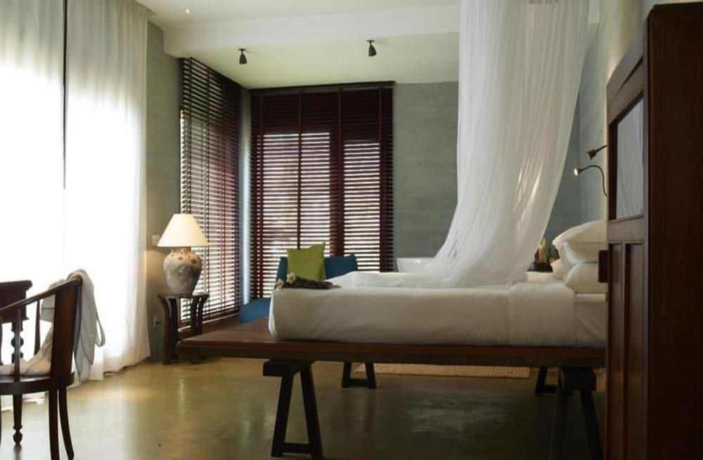 https://i.travelapi.com/hotels/6000000/5980000/5971200/5971123/930d24af_z.jpg