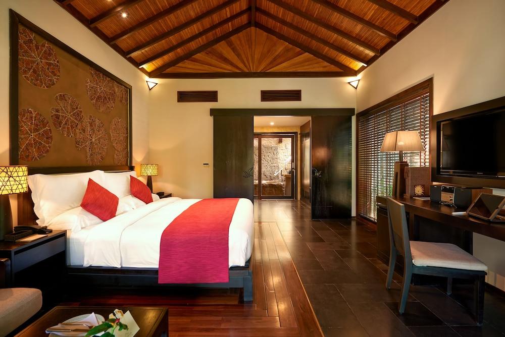 Deluxe Room, 1 King Bed, Garden View