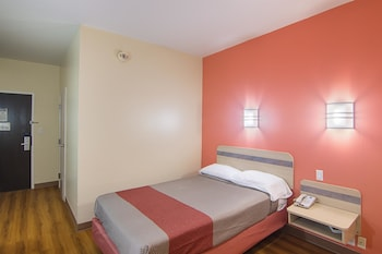 Standard Room, 1 Queen Bed, Non Smoking, Refrigerator & Microwave