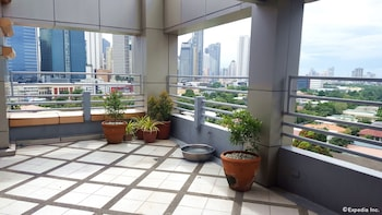 Lourdes Suites Makati Terrace/Patio