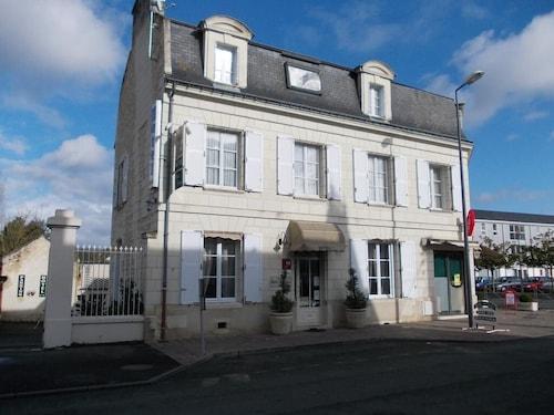 . Hôtel Belle Epoque
