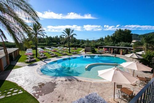. Alma Resort