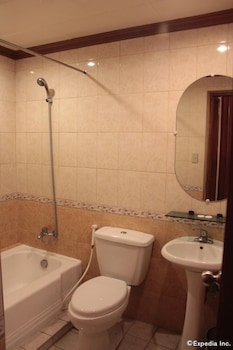 New Camelot Hotel - Bathroom  - #0