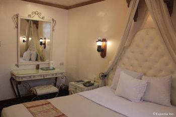 New Camelot Hotel Quezon City Guestroom