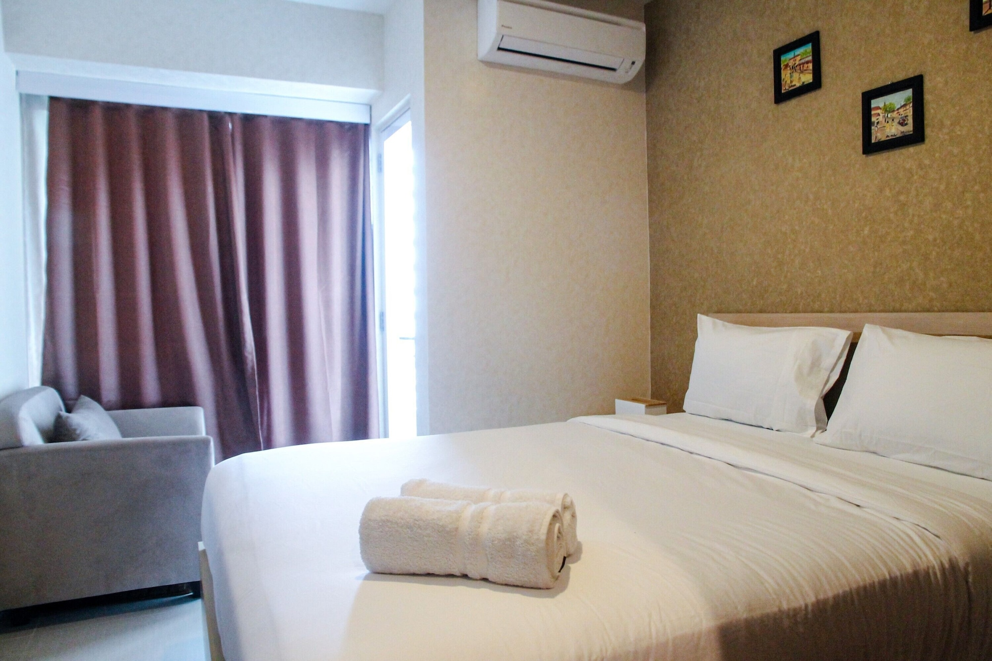 Minimalist and Comfy 1BR Grand Kamala Lagoon Apartment, Bekasi