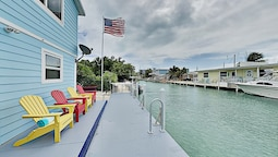 Charming Canal With Private Dock & Kayaks 3 Bedroom Home