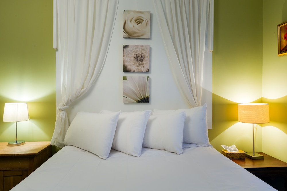 https://i.travelapi.com/hotels/60000000/59950000/59945400/59945359/518013a6_z.jpg