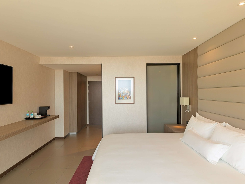 https://i.travelapi.com/hotels/61000000/60340000/60335700/60335614/1593bfb2_z.jpg