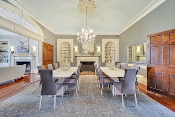 4br Upstairs 3-story Apartment Dulinn Collection Historic Downtown