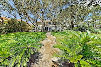 Lavish Waterfront With Private Dock & Beach 6 Bedroom Home