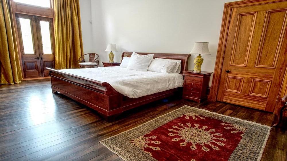 https://i.travelapi.com/hotels/65000000/64150000/64145100/64145051/f25f607f_z.jpg
