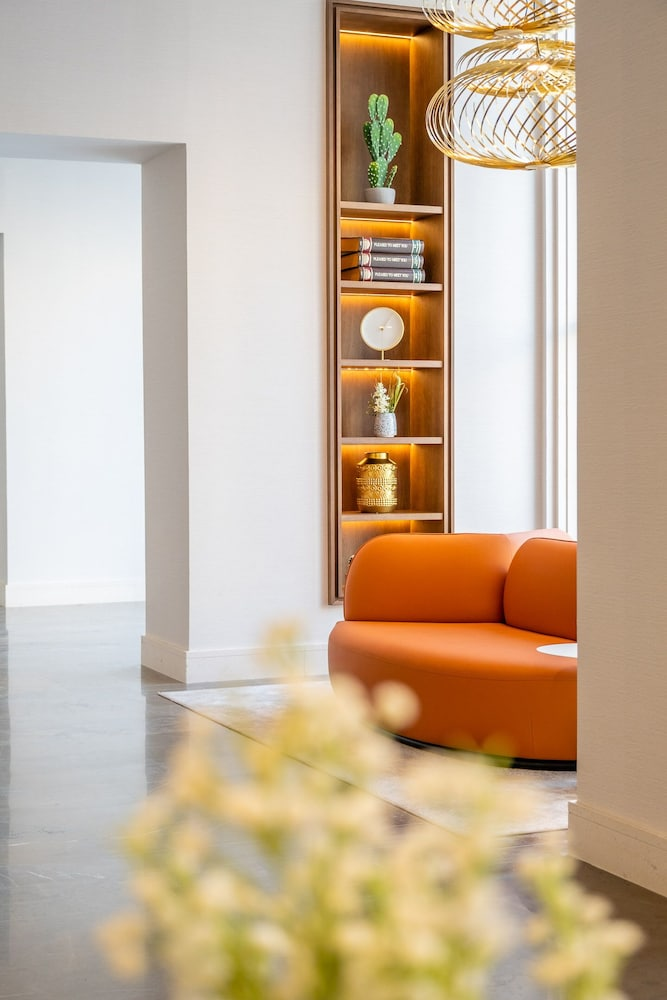 https://i.travelapi.com/hotels/65000000/64620000/64615800/64615781/24075737_z.jpg