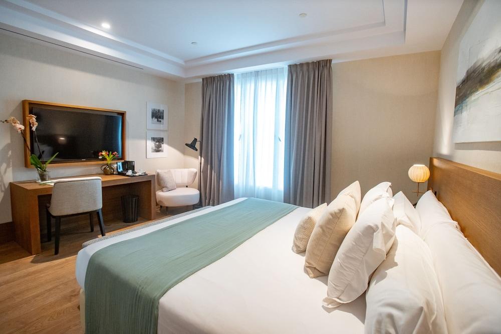https://i.travelapi.com/hotels/65000000/64620000/64615800/64615781/79d8c8d4_z.jpg