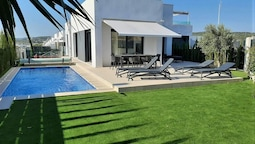 Lush Villa in Orihuela With Solarium, Pool