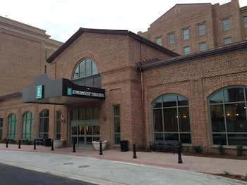 薩凡納大使套房飯店 Embassy Suites Savannah