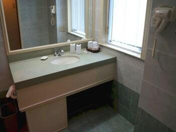 Tiara Oriental Hotel Makati Bathroom Sink