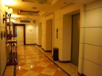 Tiara Oriental Hotel Makati Hallway