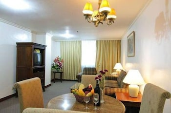 Tiara Oriental Hotel Makati Living Room