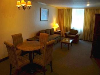 Tiara Oriental Hotel Makati Living Area