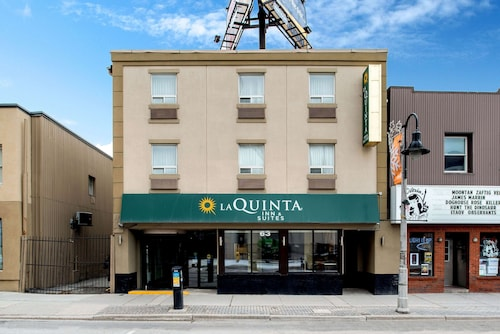 . La Quinta Inn & Suites by Wyndham Oshawa