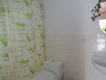 Moalboal Beach Resort Bathroom