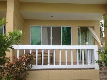 Moalboal Beach Resort Terrace/Patio