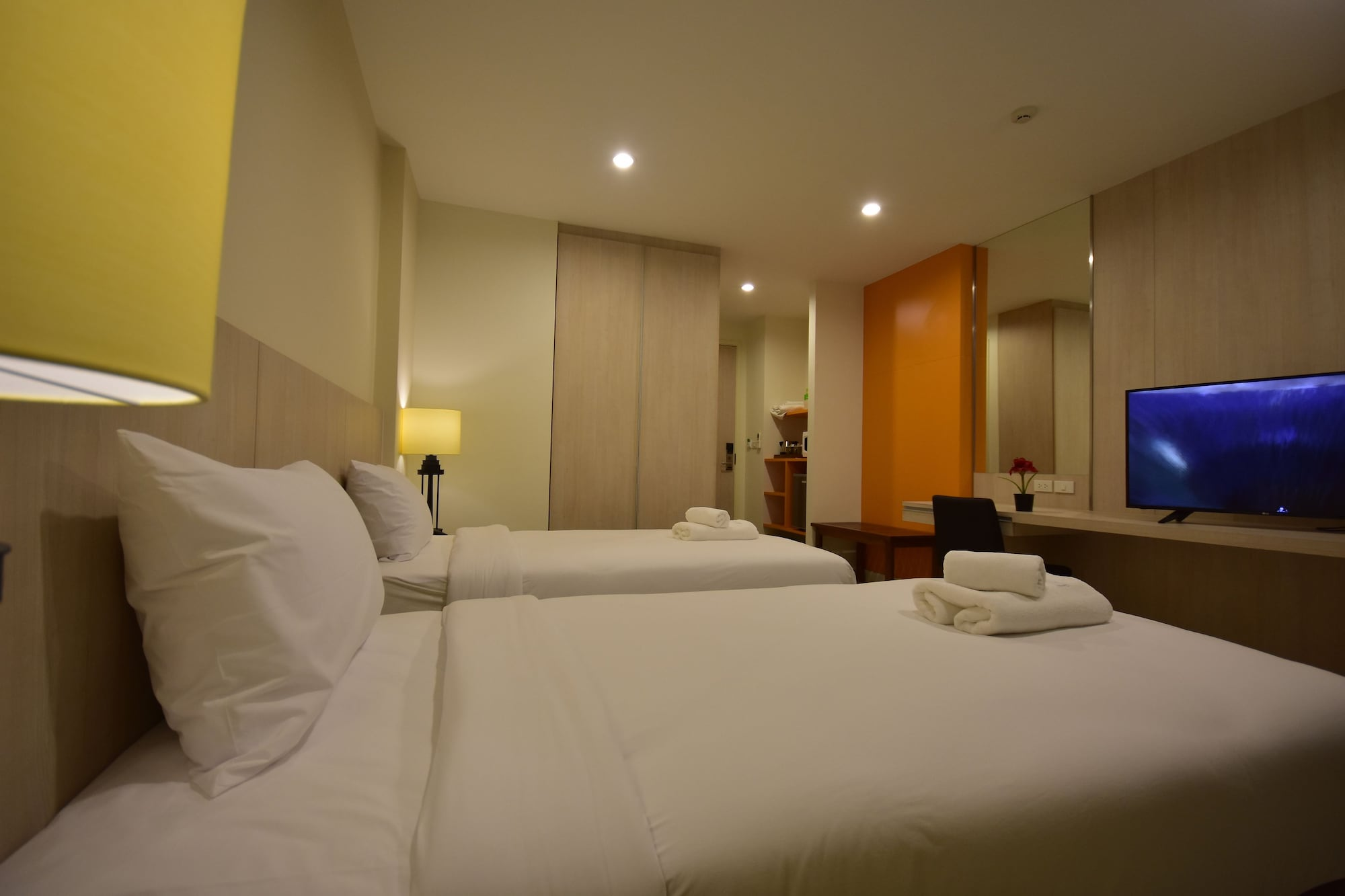 Paeva Luxury Serviced Residence, K. Bang Sao Thon