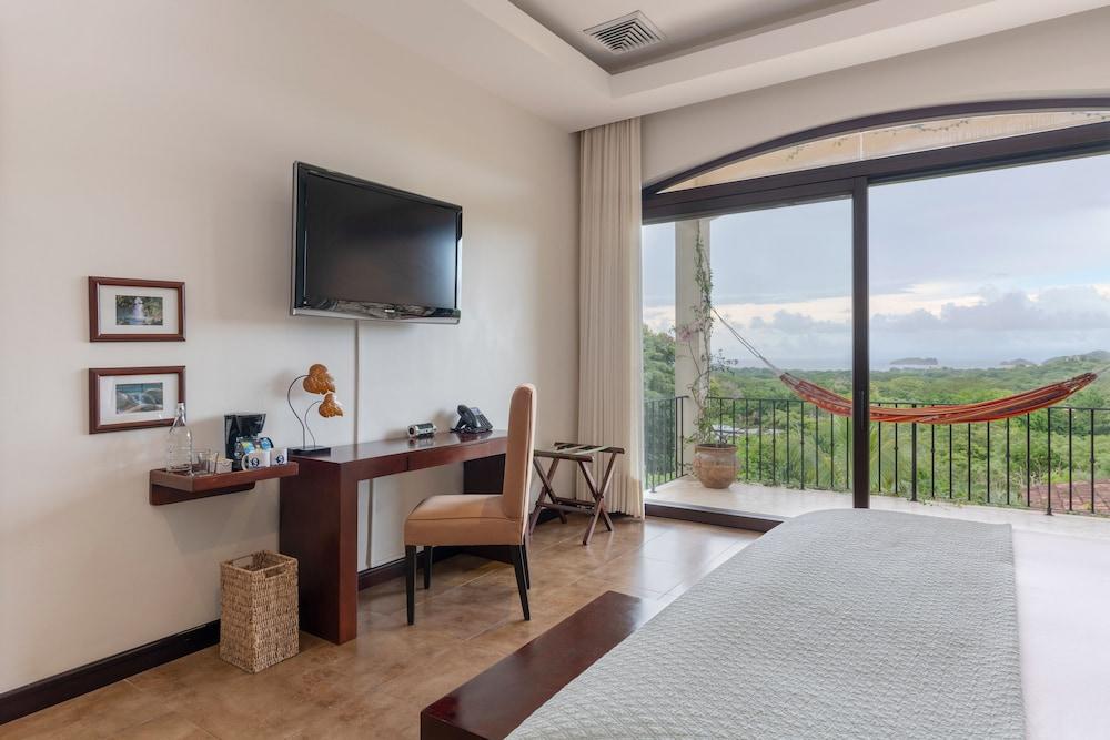 https://i.travelapi.com/hotels/7000000/6030000/6024100/6024017/586a3742_z.jpg