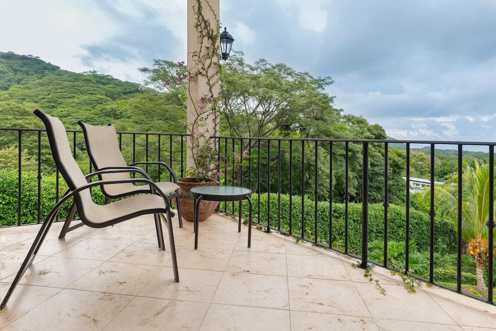 https://i.travelapi.com/hotels/7000000/6030000/6024100/6024017/71b3be42_z.jpg