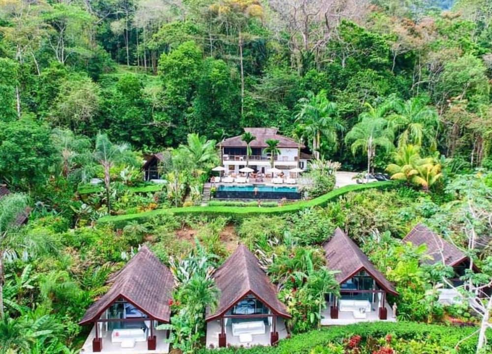 https://i.travelapi.com/hotels/7000000/6050000/6042600/6042557/2b3ba4b7_z.jpg