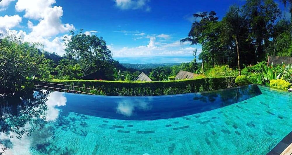 https://i.travelapi.com/hotels/7000000/6050000/6042600/6042557/f1f021bd_z.jpg