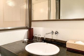 OYO 43999 HOTEL ALLAMANDA Bathroom