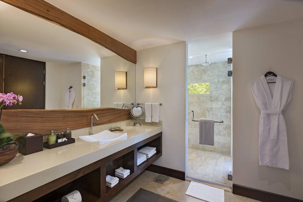 https://i.travelapi.com/hotels/7000000/6060000/6052400/6052327/0251f458_z.jpg