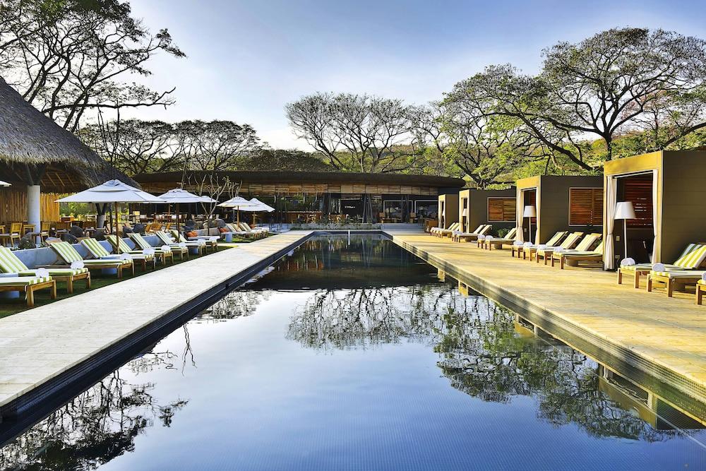 https://i.travelapi.com/hotels/7000000/6060000/6052400/6052327/074607cd_z.jpg
