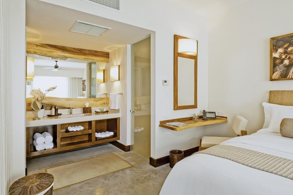 https://i.travelapi.com/hotels/7000000/6060000/6052400/6052327/5875c14f_z.jpg