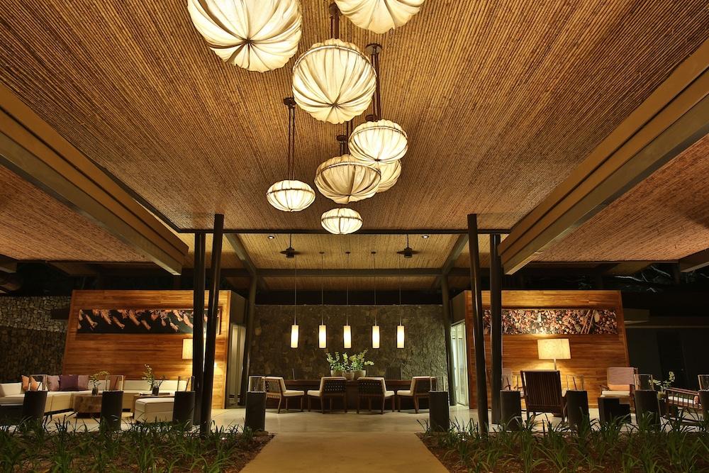 https://i.travelapi.com/hotels/7000000/6060000/6052400/6052327/d7f678b0_z.jpg