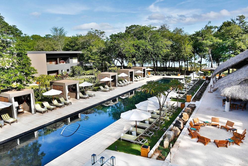 https://i.travelapi.com/hotels/7000000/6060000/6052400/6052327/fb4695b1_z.jpg