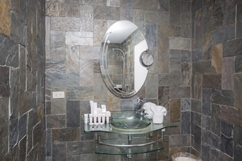 Ambassador In Paradise Resort Boracay Bathroom