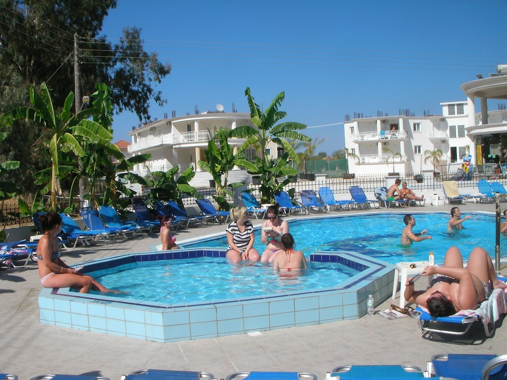 Mariana Hotel, Kiemelt kép
