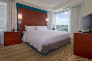 Guestroom at Residence Inn Arlington Ballston in Arlington