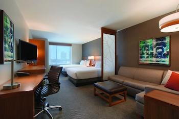 Room, Multiple Beds (2 Queen and 1 Sofa Bed, High Floor)